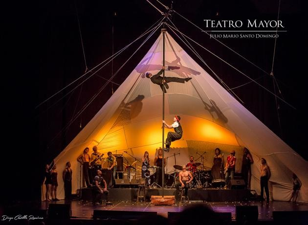 Photo 10 – Cirque Farouche au Teatro Mayor Julio Mario Santo Domingo (2015). - JPEG
